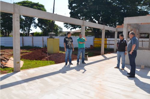Prefeito e secretários acompanham andamento da construção da Praça Japão