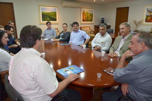 Prefeito Baco assina termo de renovação de convênio com Sebrae