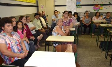Os moradores do Jardim Josefina I e II participaram de uma reunião realizada na Escola Furusato Tomio com representante da equipe técnica da administração municipal