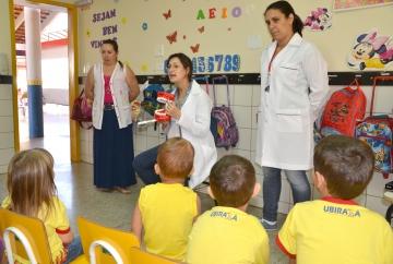 Atividades educativas são realizadas pelas equipes de saúde bucal do município com o objetivo de orientar e prevenir doenças bucais