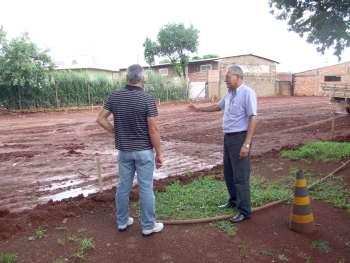 Aparecido Paula da Silva diz que em 60 dias a obra será concluída; terraplenagem do local já está pronta