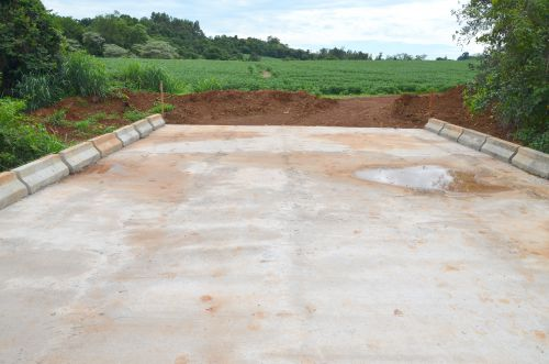 Ponte de concreto sobre o Córrego Palmito: mais segurança e facilidade para escoar a produção rural
