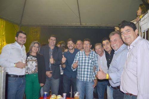 Abertura do rodeio e show com Conrado e Aleksandro foram atrações da Expobira na noite de sexta-feira