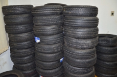 Os 304 pneus que foram doados pela Receita Federal de Foz do Iguaçu