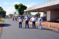 Prefeito Baco acompanhou andamento do recape asfáltico; empresários avaliam o investimento