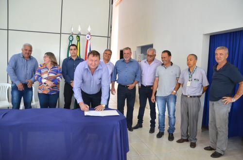 Assinada ordem de serviço para construção de moradias populares em Yolanda e Ubiratã