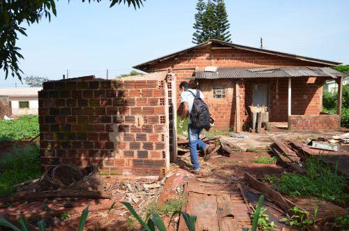 Imóveis fechados e abandonados dificulta trabalho dos agentes de combate a dengue