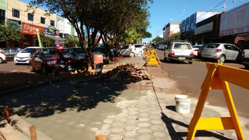 Recuperação do calçamento e abertura de novas vagas de estacionamento na região central da cidade