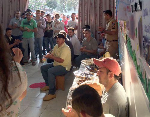 CMEI Dona Mariquinha comemora Dia dos Pais com café da manhã especial