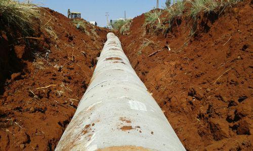 Tubulação vai resolver antigo problema de erosão nas margens da Estrada Vitória
