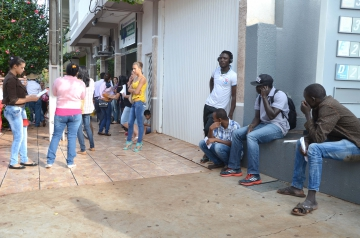 Três africanos de Senegal também compareceram na Agência do Trabalhador interessados em trabalhar na Unitá