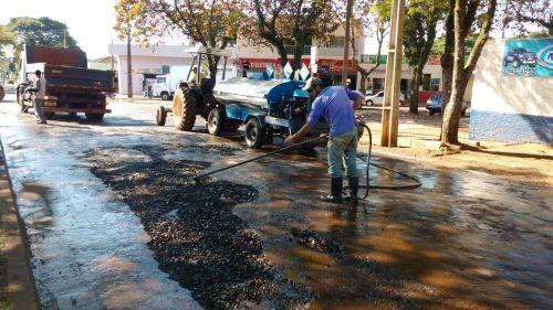 Operação tapa-buracos sendo realizada em ruas e avenidas de Ubiratã
