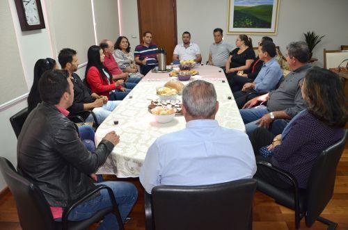 Representantes de associações de bairro se reuniram com prefeito e equipe administrativa