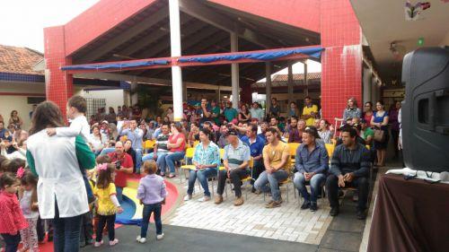 Comemoração do dia dos pais no CMEI Lugar de Gente Feliz