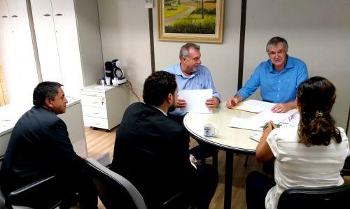 Contratação de servidores é tema de reunião entre prefeito, secretários e técnicos do TCE/PR