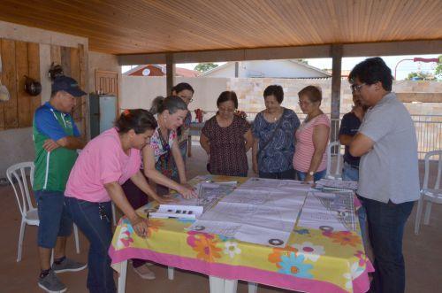 Japoneses visitam e conhecem estrutura da Praça Japão
