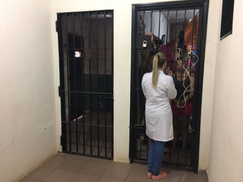 Equipe de saúde realizou orientações e coleta de preventivos em mulheres detidas na delegacia de Ubiratã