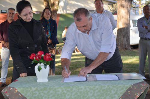 Prefeito Baco autoriza recape asfáltico; recuperação da malha viária da Rodovia Ercides Rossetto tem início imediato