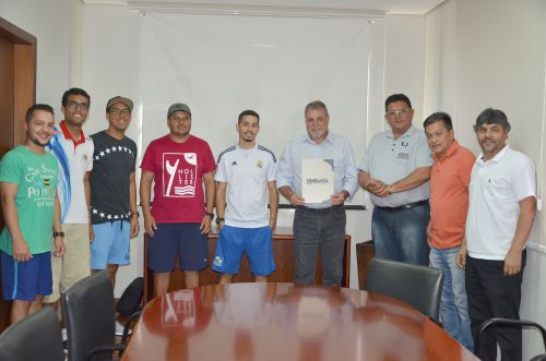 Prefeito Baco assina ordem de serviço que autoriza início da reforma do Estádio Municipal Claudinão