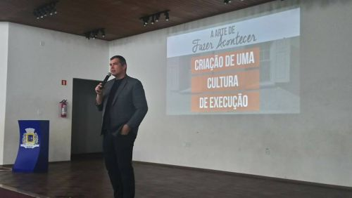 Sala do Empreendedor de Ubiratã promove palestra com Allan Costa