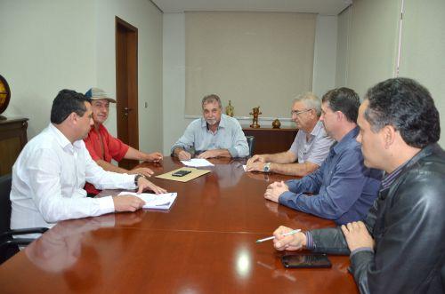 Prefeito Baco assina ordem de serviço para execução de pavimentação poliédrica na Estrada João Pereira