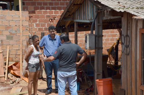 Nil Pereira visita obras e conversa com a população