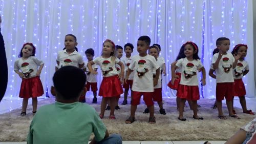Apresentações natalinas e festa da partilha no CMEI Arte de Crescer