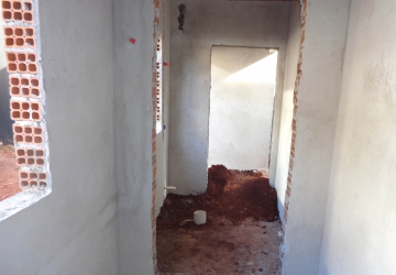 Os trabalhos se concentram na instalação hidráulica e reboco das paredes