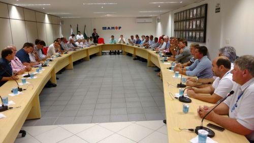 Prefeito Baco participa de reunião com representantes do Governo Estadual