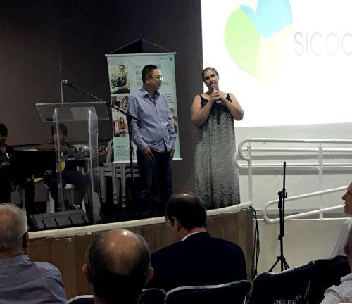 Alunos de Ubiratã realizam apresentação em Assembleia do SICOOB em Maringá