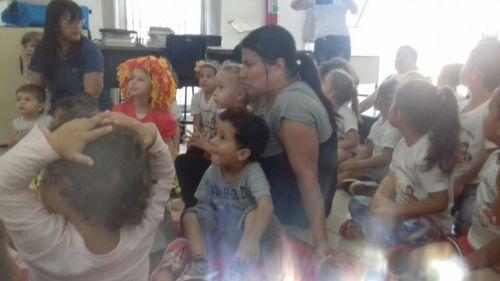 Crianças do CMEI Pingo de Gente comemoram Dia do Índio e Dia do Livro