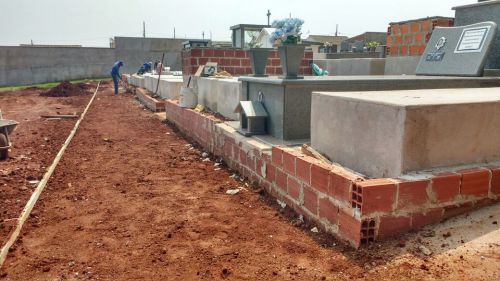 Melhorias no Cemitério Municipal são intensificadas com a proximidade de Finados
