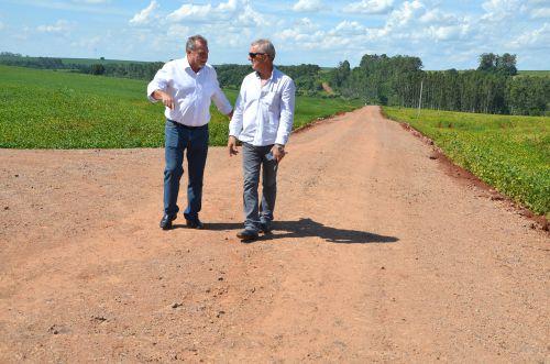 Serviços Rurais realizou cascalhamento na Estrada Cruzeiro