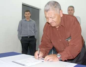 Os convênios beneficiarão várias localidades de Ubiratã, tanto na zona urbana quanto rural
