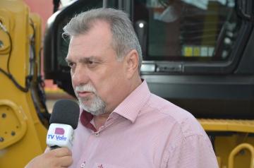Prefeito Baco destacou a importância da aquisição do novo maquinário e agradeceu os recursos destinados pelo Senador Requião