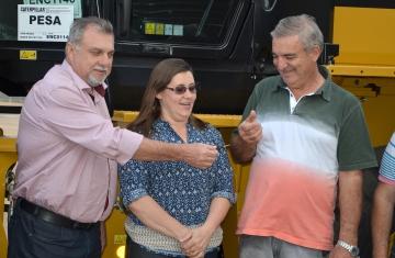 Nilson Messa recebeu a chave da Pá-Carregadeira e informou que o novo equipamento será de grande utilidade