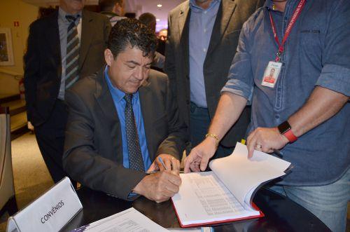 Ubiratã assina convênio com Itaipu para a realização de obras na área rural