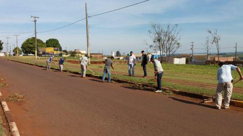 Serviços Urbanos atuando para deixar cidade mais limpa e bonita