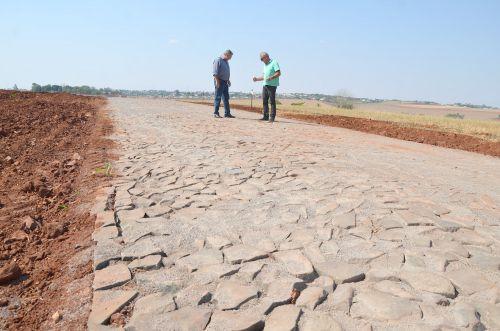Prefeito Baco vistoria diversas estradas municipais que receberam melhorias
