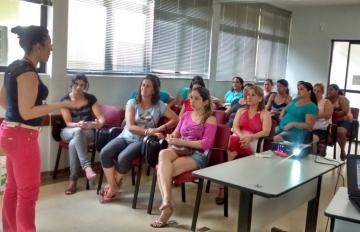 O treinamento aconteceu na sala de reuniões da Secretaria de Educação e contou com a participação de 32 merendeiras