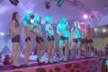 As candidatas iniciaram a apresentação dançando