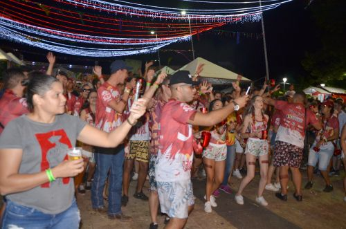 Segunda noite do Carnaval da Seringueira agitou a galera em Ubiratã