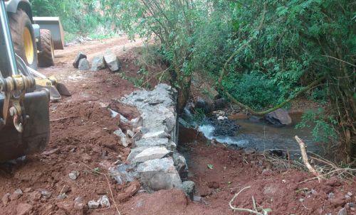 Nova ponte sobre o Córrego Portuguesa na Estrada Tupã