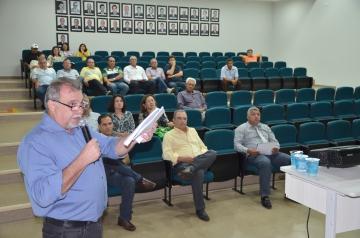 Prefeito Baco apresentou aos vereadores, secretários municipais e a comunidade em geral uma prestação de contas referente ao terceiro quadrimestre de 2014