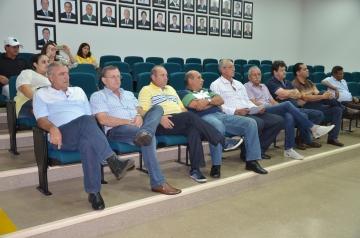 Os presentes na audiência pública ouviram atentamente a prestação de contas realizada pelo prefeito