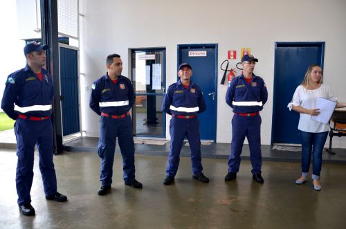 Agentes da Defesa Civil participam de reunião com psicóloga do município