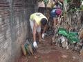 Eliminar os recipientes com água parada é fundamental para que a dengue possa ser extinta do município