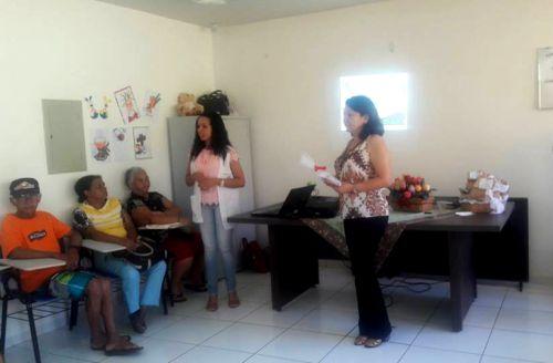 Nutricionista faz palestra para idosos