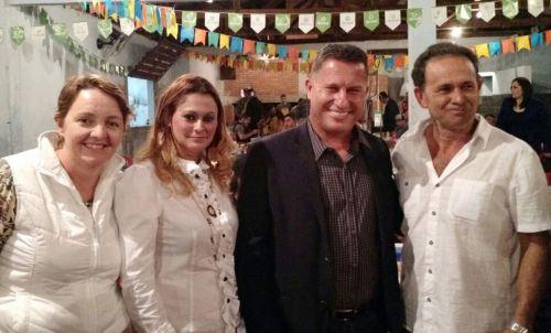 Prefeito Baco e vice Nil prestigiam festa de São João