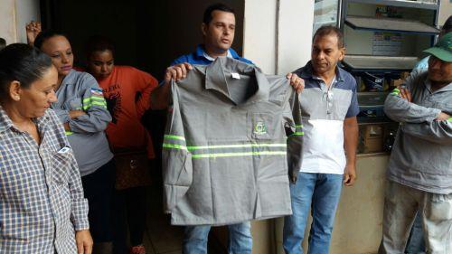 Servidores da Secretaria de Serviços Urbanos participaram de reunião de trabalho e recebem uniformes